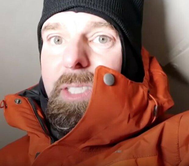 Der Tierarzt verbrachte eine Nacht in der Hundehütte, um zu sehen, wie sich Hunde fühlen, die im Winter draußen gelassen werden
