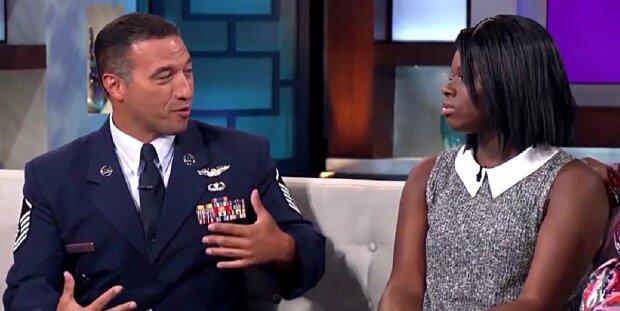 Mann spürt Mädchen auf, das er vor 10 Jahren gerettet hat, um ihr zu danken