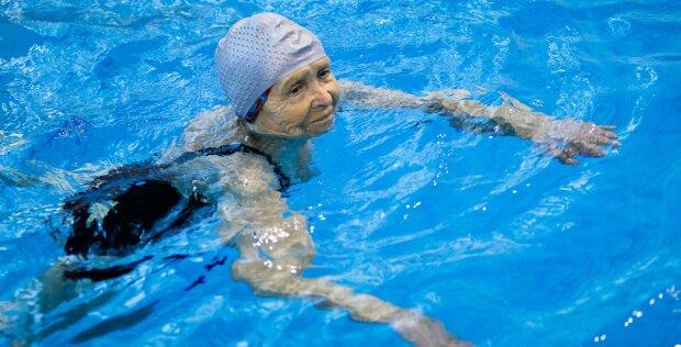Es gibt keine Barrieren: Wie eine 97-jährige Frau zur Champion-Schwimmerin wurde