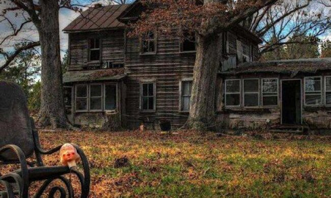 """""""Es ist, als wäre die Zeit darin stehen geblieben"""": eine Geistervilla, in der alle Dinge noch intakt und an ihrem ursprünglichen Platz sind"""