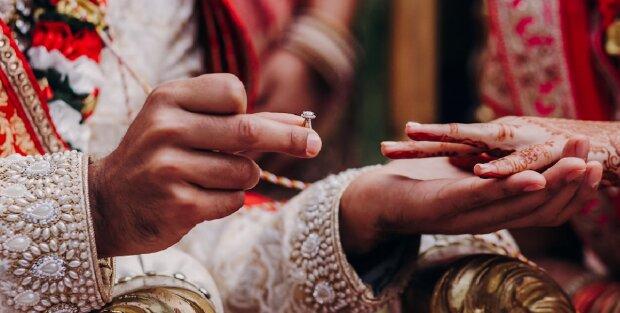 Drei Schwestern heirateten am selben Tag und kamen sich näher als zuvor: Sie sind mit demselben Mann verheiratet