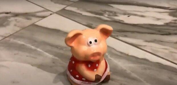 Oma weinte, als sie herausfand, wofür ihre Enkelin das Geld aus dem Sparschwein ausgab