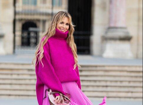 Die Experten erklärten, wie man Pullover mit dem Rock richtig trägt