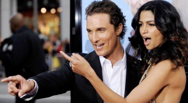 Matthew und Camila McConaughey. Quelle: Screenshot YouTube