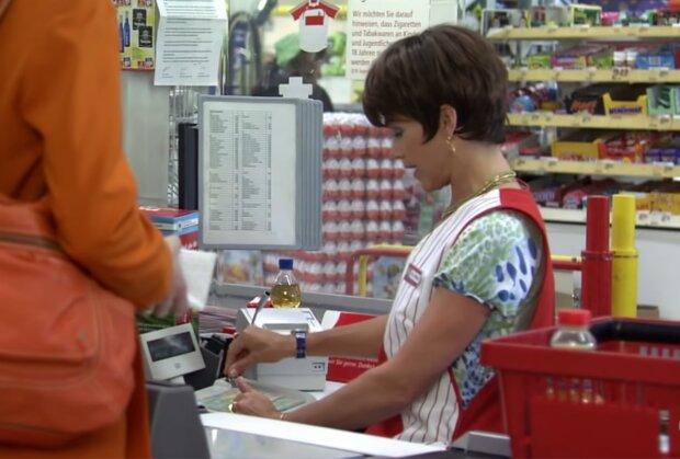 Kassiererin. Quelle: Screenshot Youtube