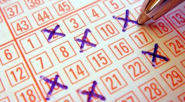 Ein Mann hat versehentlich den Lottoschein eines anderen genommen, und jetzt sucht er nach dem Besitzer dieses großen Gewinns