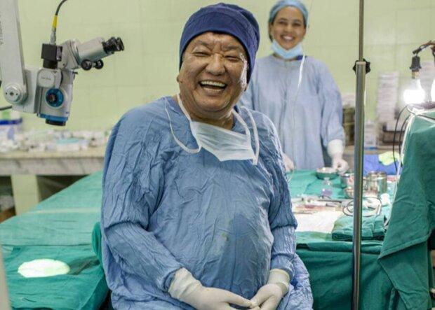 Ein guter Arzt hat die Sehkraft von 120.000 Menschen verbessert