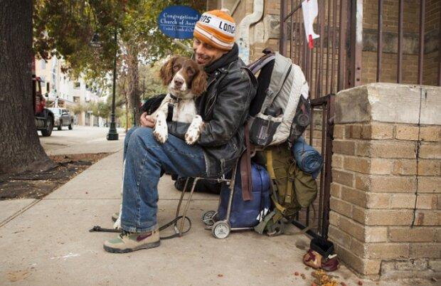 Mehr als nur Liebe: Menschen ohne Zuhause gaben Tieren ihre Wärme und Fürsorge