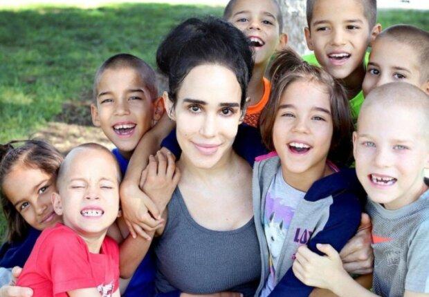 Eine große Familie: Wie eine Mutter mit 14 Kindern aussieht, von denen 8 Zwillinge sind