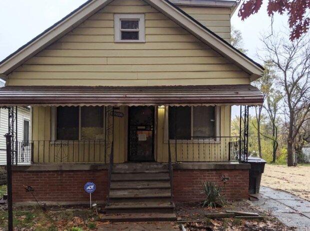 Obdachloser Mann kaufte ein verlassenes Haus und verwandelte ihn in 10 Jahren in ein Traumhaus