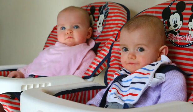 Zwillingsschwestern wurden mit einer Pause von 87 Tagen geboren