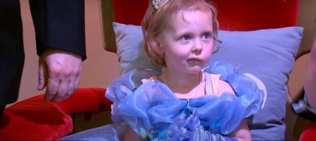 """Ein 5-jähriges Mädchen """"heiratete"""" und """"feierte ihren Abschluss"""": Eltern schmeißen eine märchenhafte Party für ihre Tochter"""