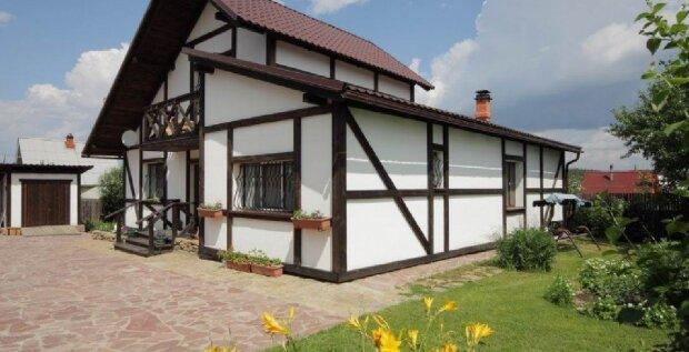 Ein Mann kaufte ein Haus und teilte ein Foto davon im Internet: ein Detail machte es unbewohnbar
