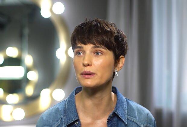 Frau mit einem Kurzhaarschnitt. Quelle: Screenshot Youtube
