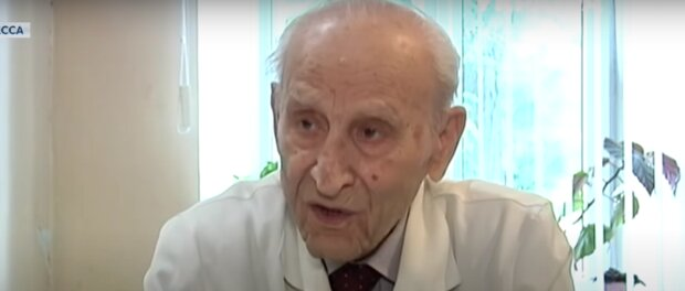 """""""Ich muss helfen"""": 92-jähriger Kinderarzt behandelt arme Kinder kostenlos"""