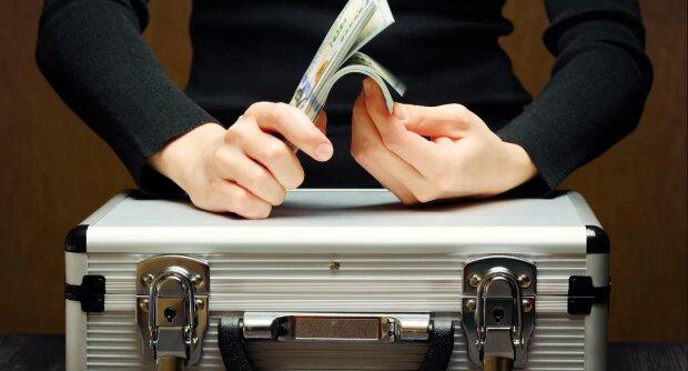 Glücklicher Zufall: Ein Ehepaar fand im Keller seines Hauses einen Koffer voller Geld, der dort jahrelang gelegen hatte