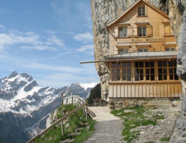 Berggasthaus Aescher: Ein Hotel, das man nur mit der Seilbahn erreichen kann