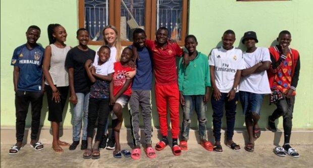 Ersetzte die Familie: Wie eine junge Freiwillige zur Mutter von 14 Waisenkindern wurde